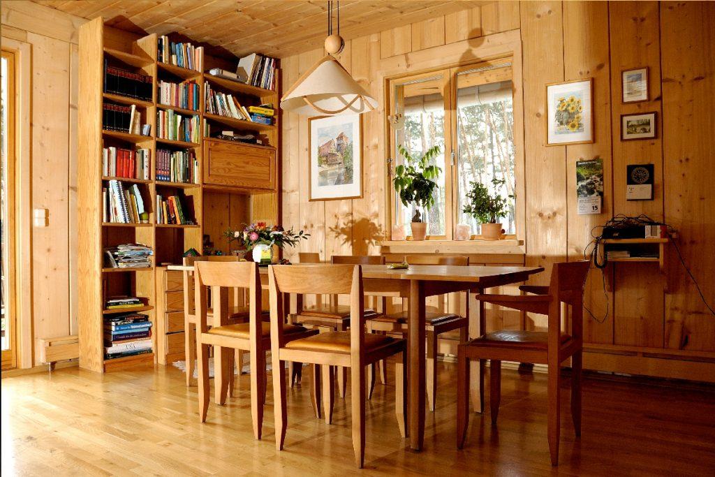 Holzhaus Esszimmer